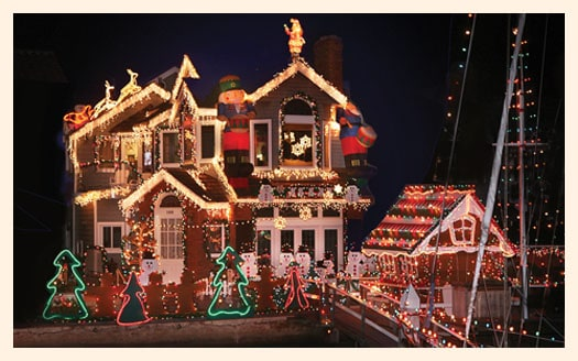 not only will the boats be decked out with lights and snow the houses around balboa island too what a wonderful evening it would be to ride the ferry - Newport Beach Christmas Boat Parade