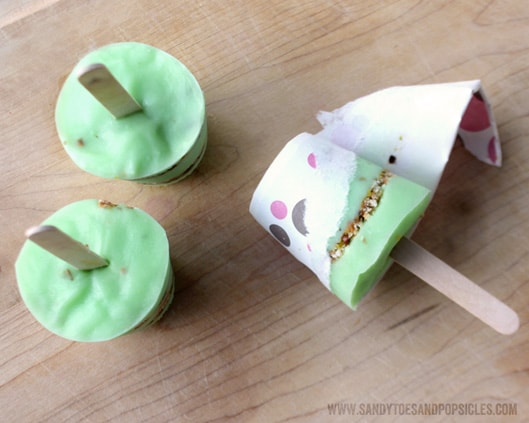 ... the layer of cookies and pistachios brings. it's dessert on a stick