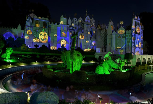 halloween-small-world-disneyland