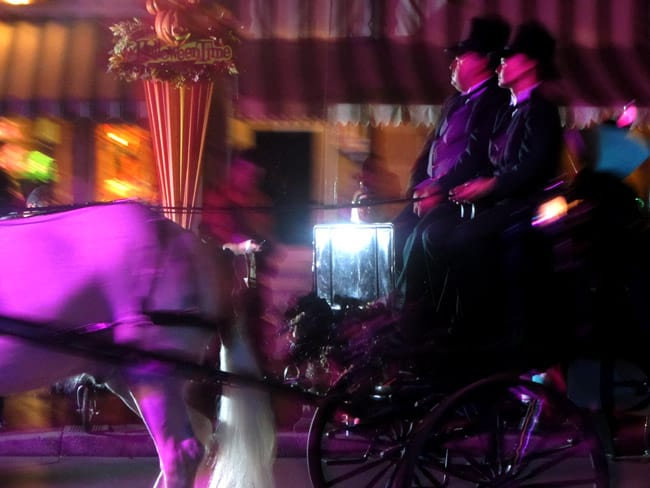 haunted-carriage-disneyland