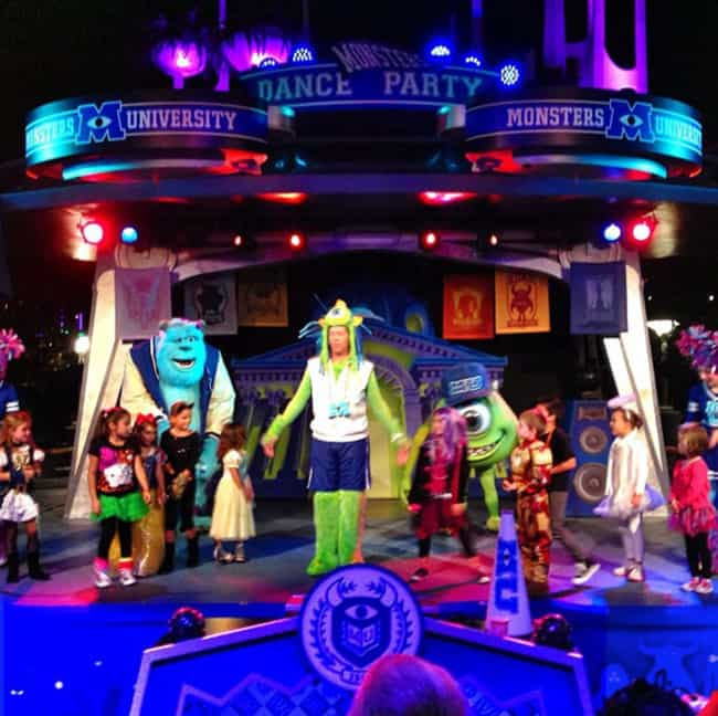 monsters-u-scare-show-disneyland