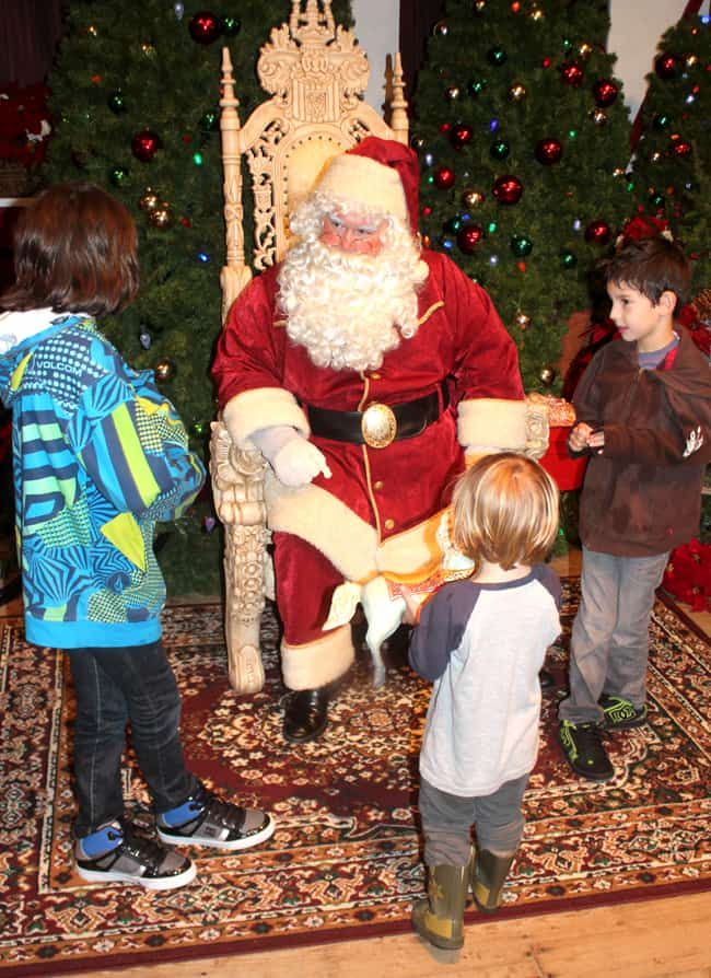 knotts-merry-farm-santa-claus-cabin