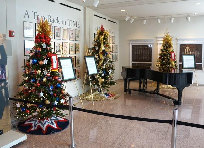 richard-nixon-train-christmas-tree-exhibit