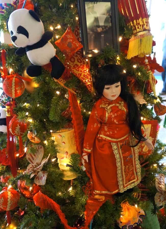 richard-nixon-train-christmas-tree-japan