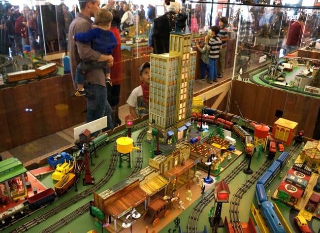 richard-nixon-train-exhibit