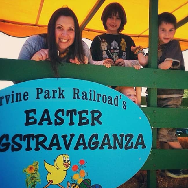 irvine-park-easter-eggstravaganza-hay-ride
