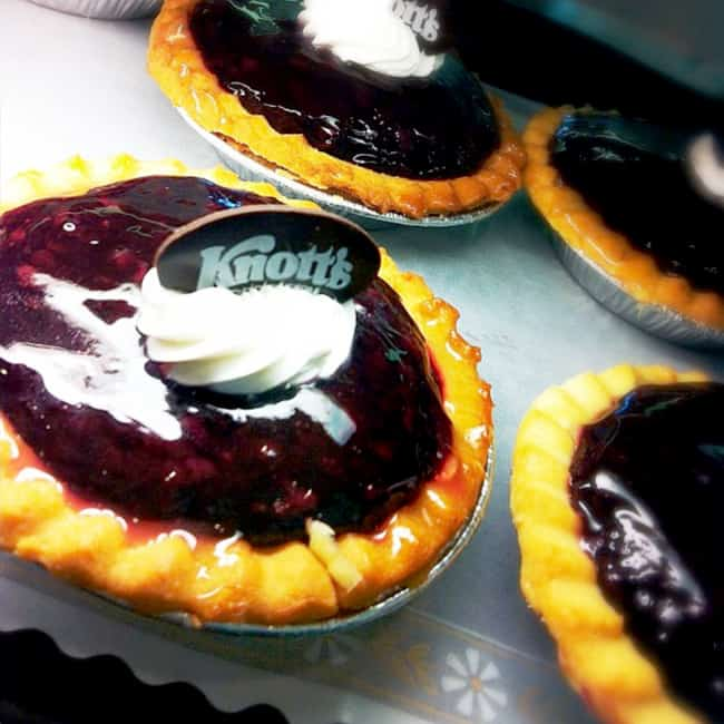 knotts-boysenberry-pie-bloom