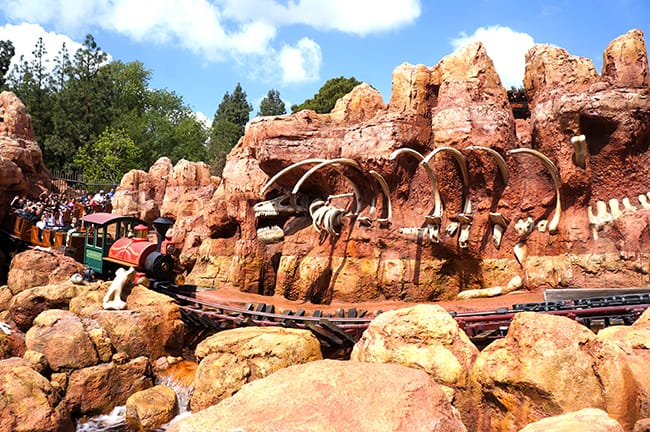 big-thunder-disneyland-train