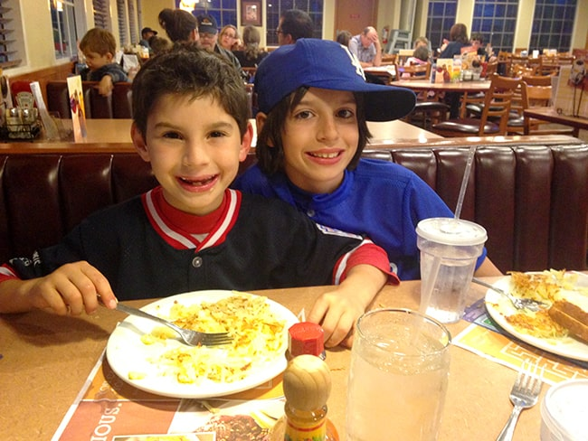 dennys-family-friendly-restaurant-kids-eat-free