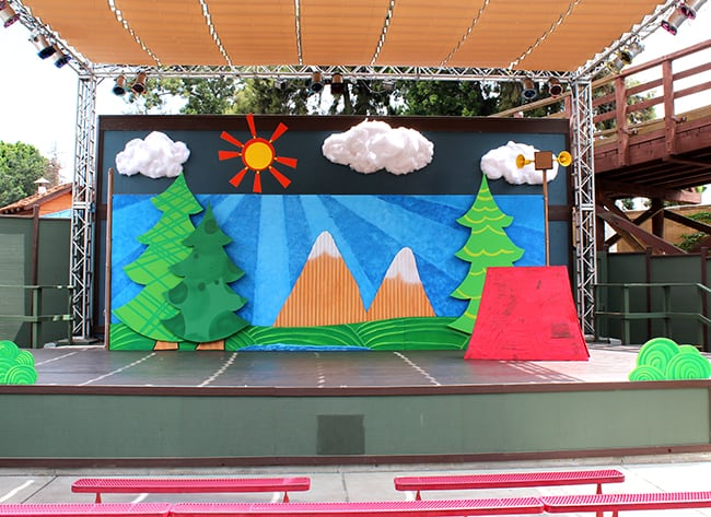 camp-snoopy-theater