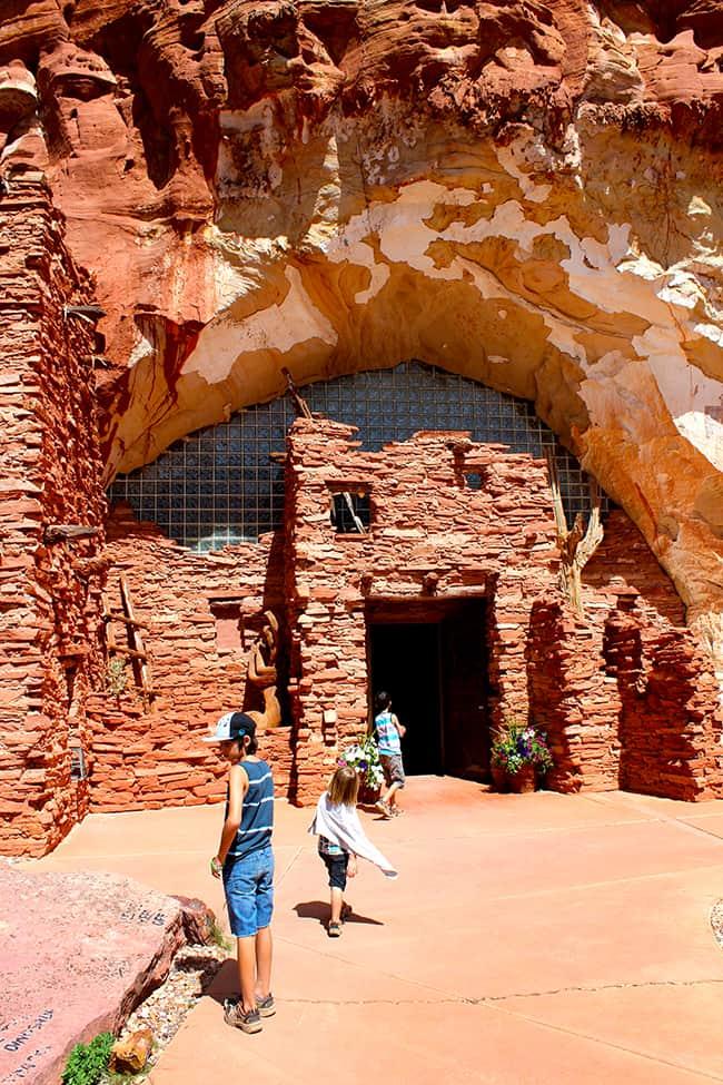 moqui-caves-kanab-utah