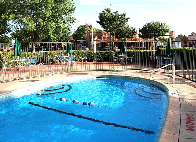 parry-lodge-kanab-pool
