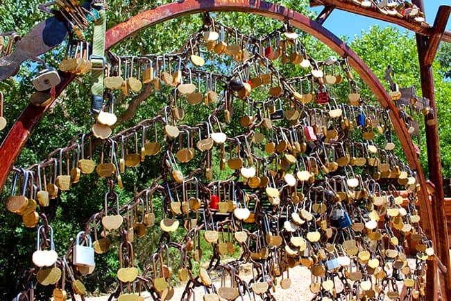 zion-national-park-locks-wall