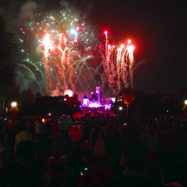mickey's-halloween-party-firework-show