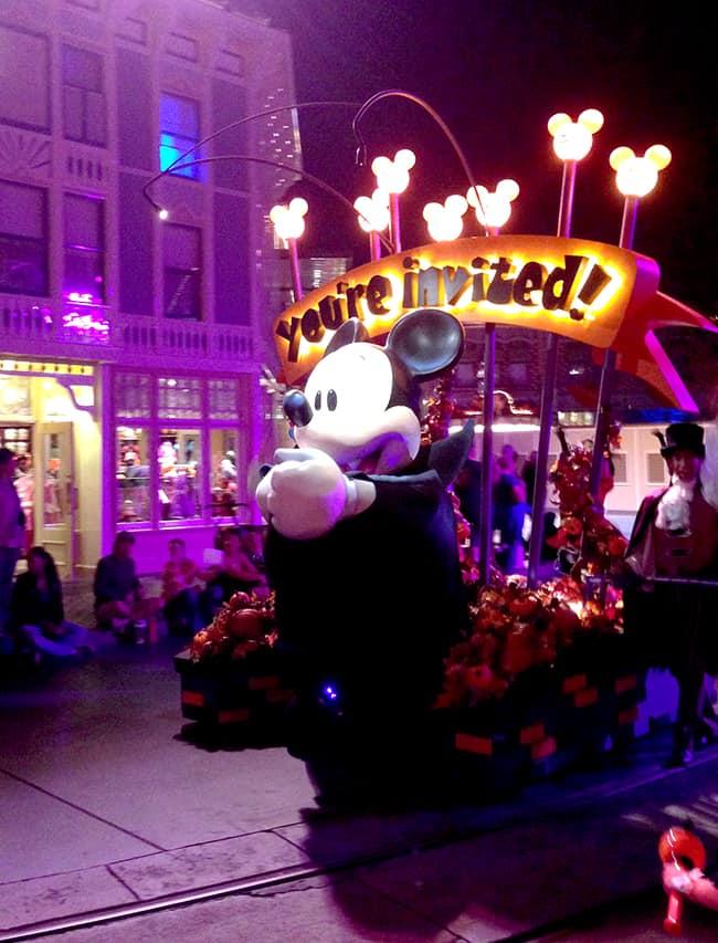mickey's-halloween-party-parade