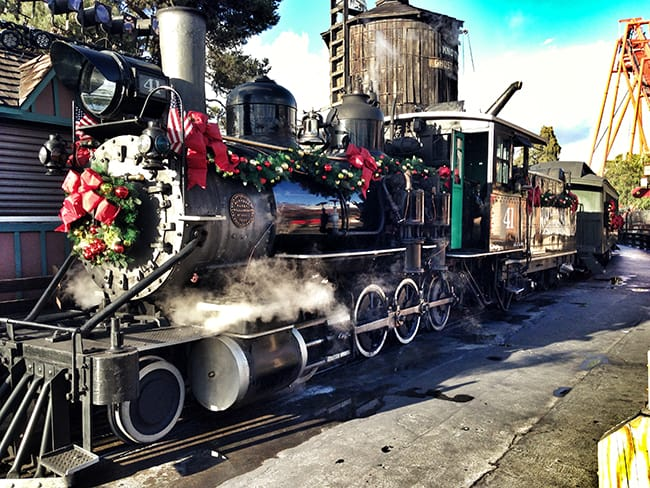 knotts-merry-farm-steam-engine