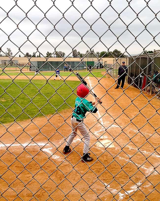 http://www.sandytoesandpopsicles.com/wp-content/uploads/2015/03/baseball-season.jpg