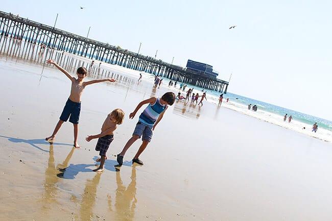 http://www.sandytoesandpopsicles.com/wp-content/uploads/2015/04/Aveeno-Sunscreen-kids.jpg