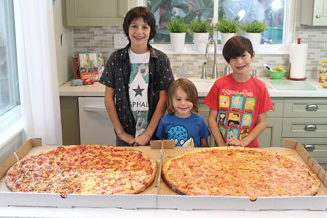 http://www.sandytoesandpopsicles.com/wp-content/uploads/2015/06/Where-to-buy-giant-Pizza-in-Orange-County.jpg