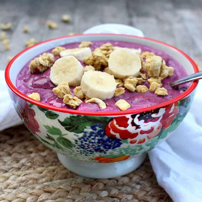 Easy Breakfast Berry Bowl