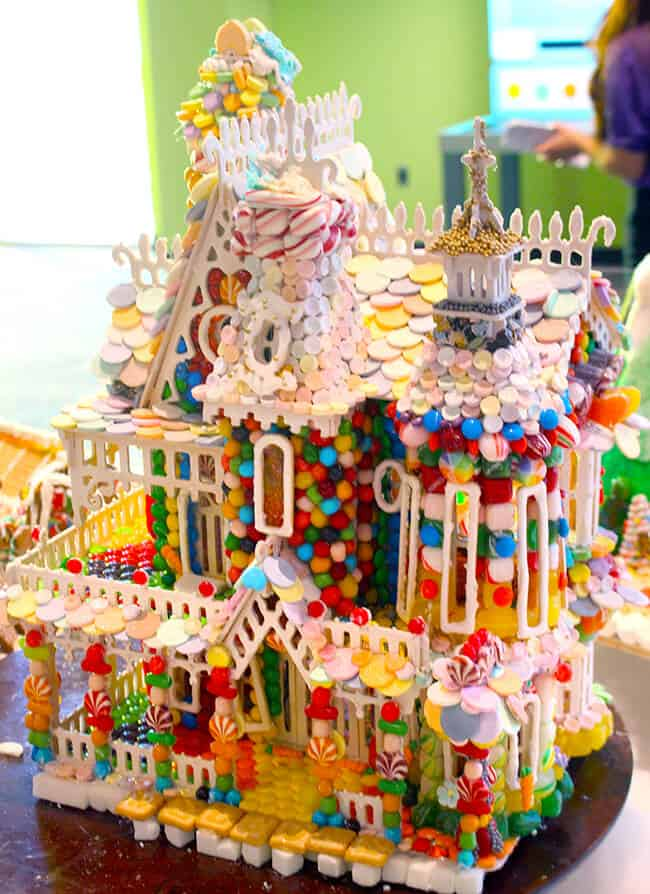 Discovery Cube Gingerbread Houses 8