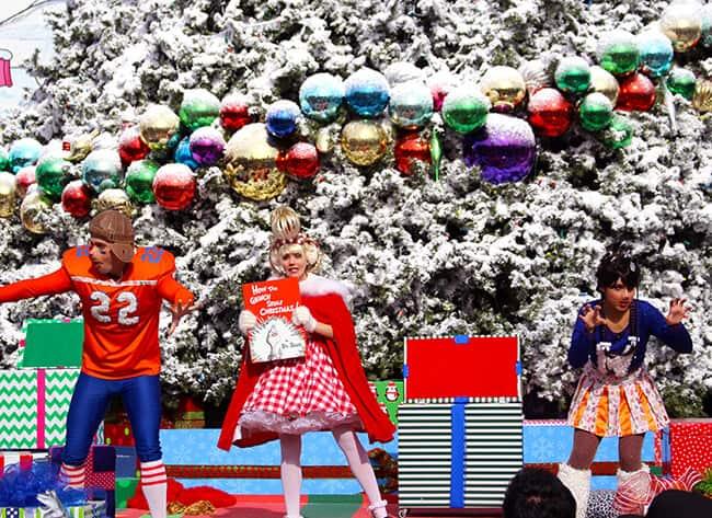 http://www.sandytoesandpopsicles.com/wp-content/uploads/2015/12/Grinchmas-Stage-Show.jpg