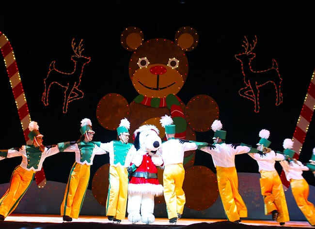 http://www.sandytoesandpopsicles.com/wp-content/uploads/2015/12/Knotts-Berry-Farm-Snoopy-On-Ice-Show.jpg