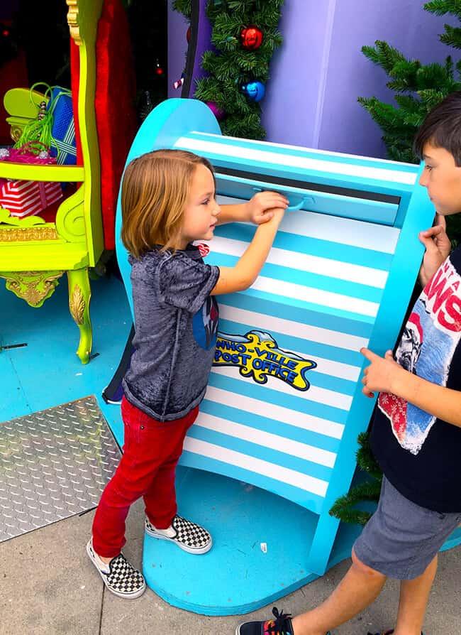 Visiting Grinchmas at Universal Studios - Popsicle Blog