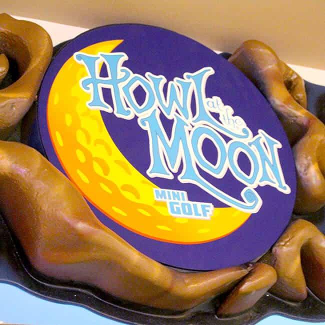 Howlin Moon Mini Golf