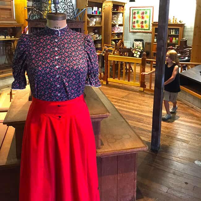 Knott's Dress Shop