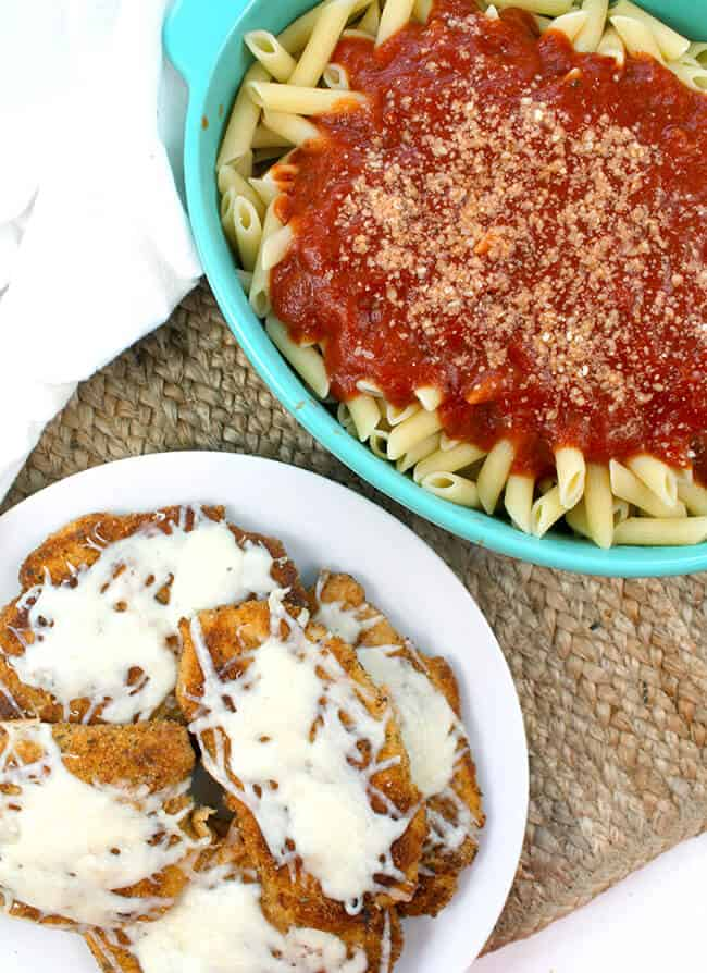 Easy Chicken Parmesan that your family will LOVE!!!!!! Make this family-friendly meal in less than 30 minutes – www.sandytoesandpopsicles.com