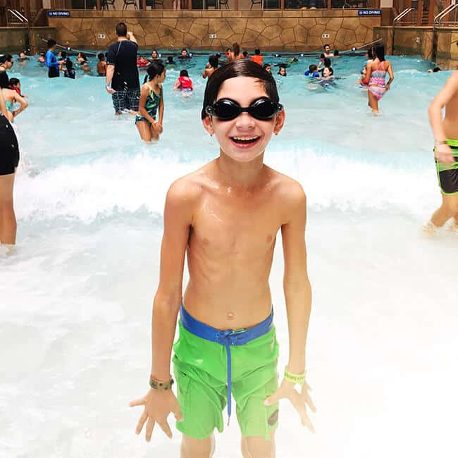 great_wolf_lodge_wave_pool