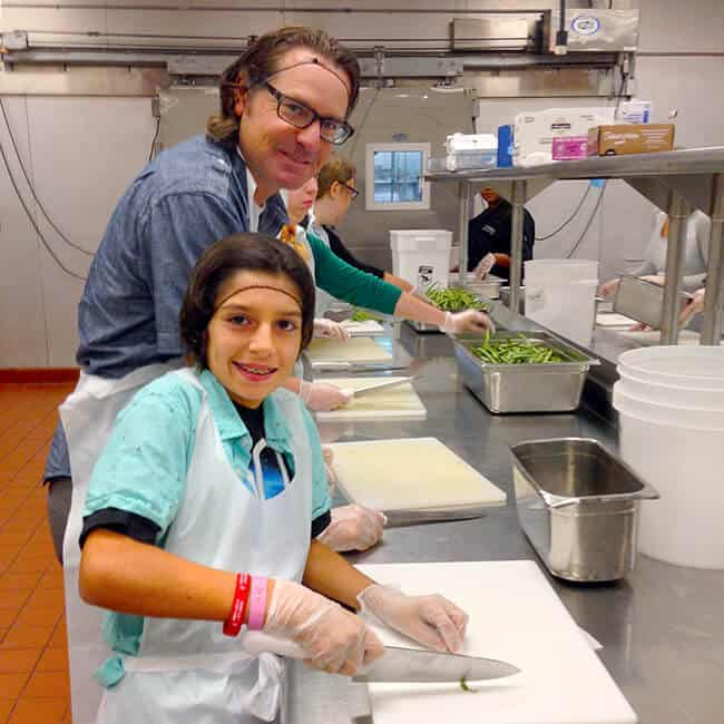 kids_helping_at_meals_on_wheels