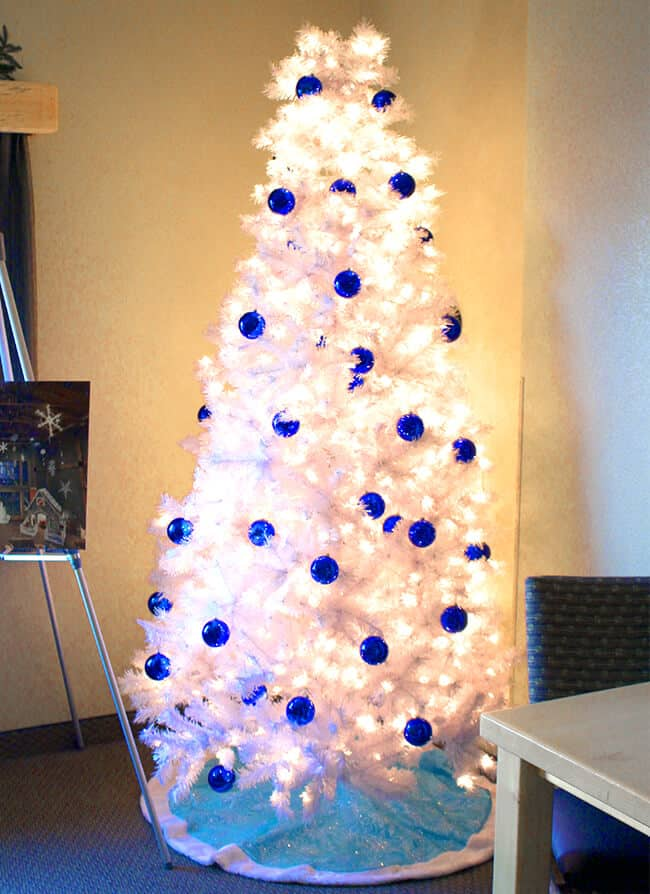 great-wolf-lodge-snowland-room-tree