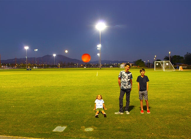 super-moon-sighting-at-the-orange-county-great-park