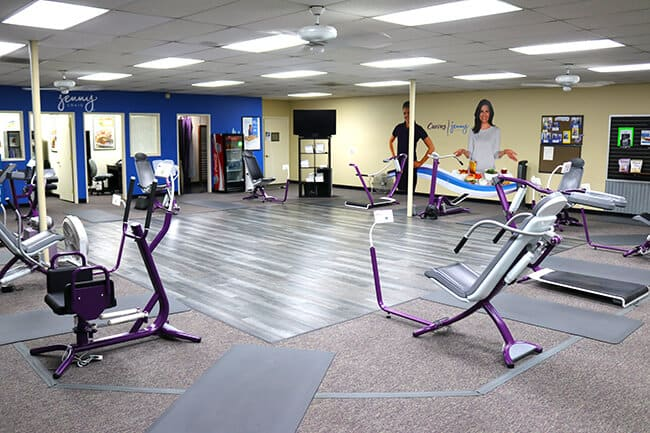 the Curves gym looked A LOT different than any gym i have been to. the workout  machines were reminiscent of workout machines…but different. there were no  ... 505aef557a