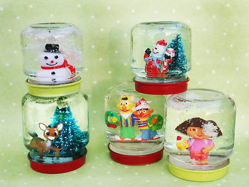 12 days of crafts snow globes popsicle blog for Easy homemade christmas snow globes