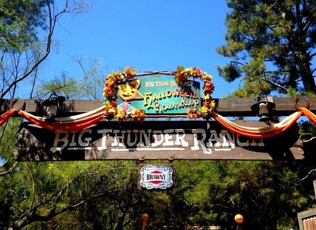 disneyland_halloweentime_big_thunder_ranch