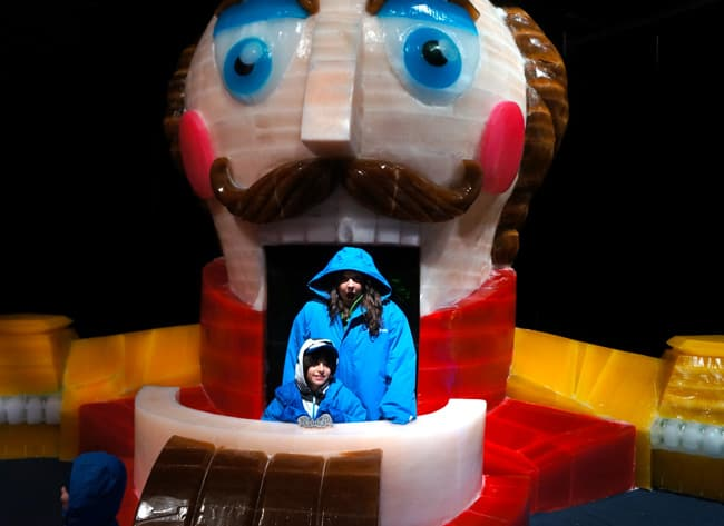 Queen-mary-chill-nutcracker-ice-sculpture