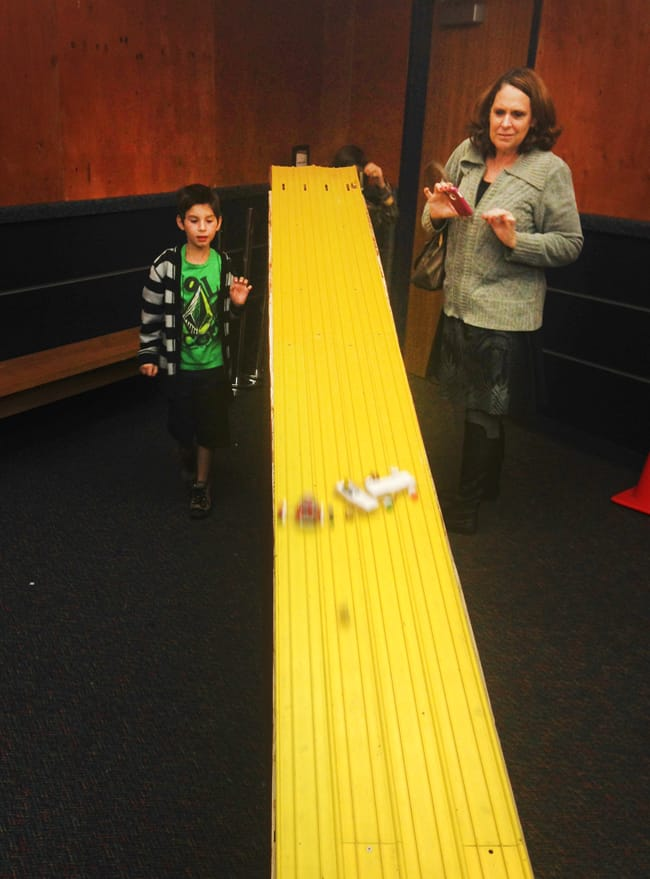 gingerbread-car-racing-discovery-science-center