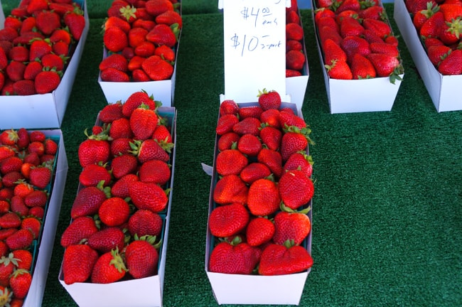 del-mar-farmers-market-strawberries