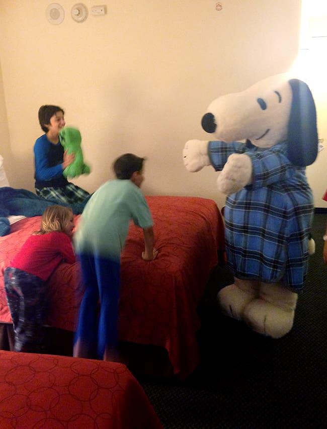 snoopy-bedtime-hugs-knotts-hotel-family-travel