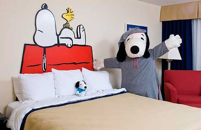 snoopy-themed-hotel-room