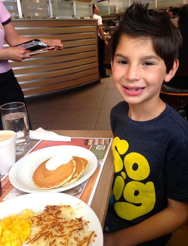 dennys-las-vegas-best-breakfast-restaurant