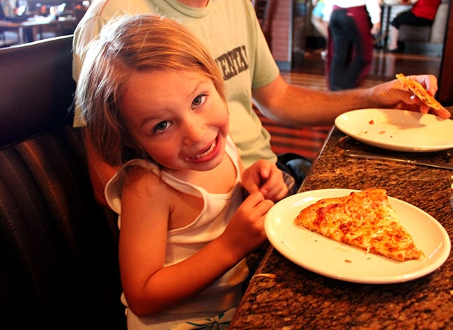 bjs-family-friendly-restaurant-pizza