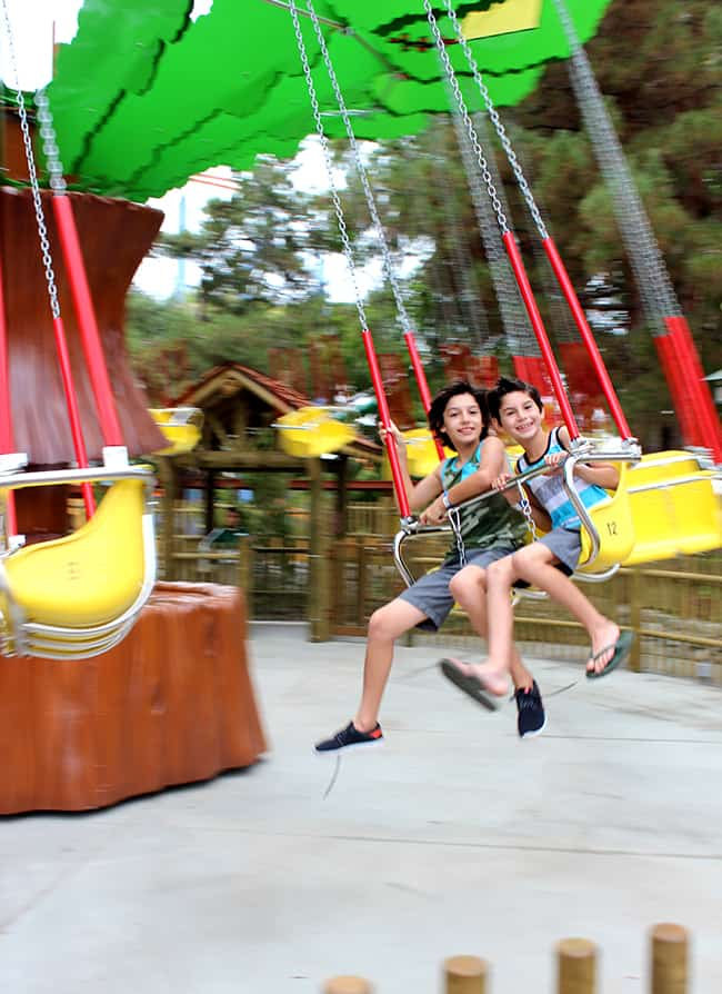 camp-snoopy-new-ride-tree-swing