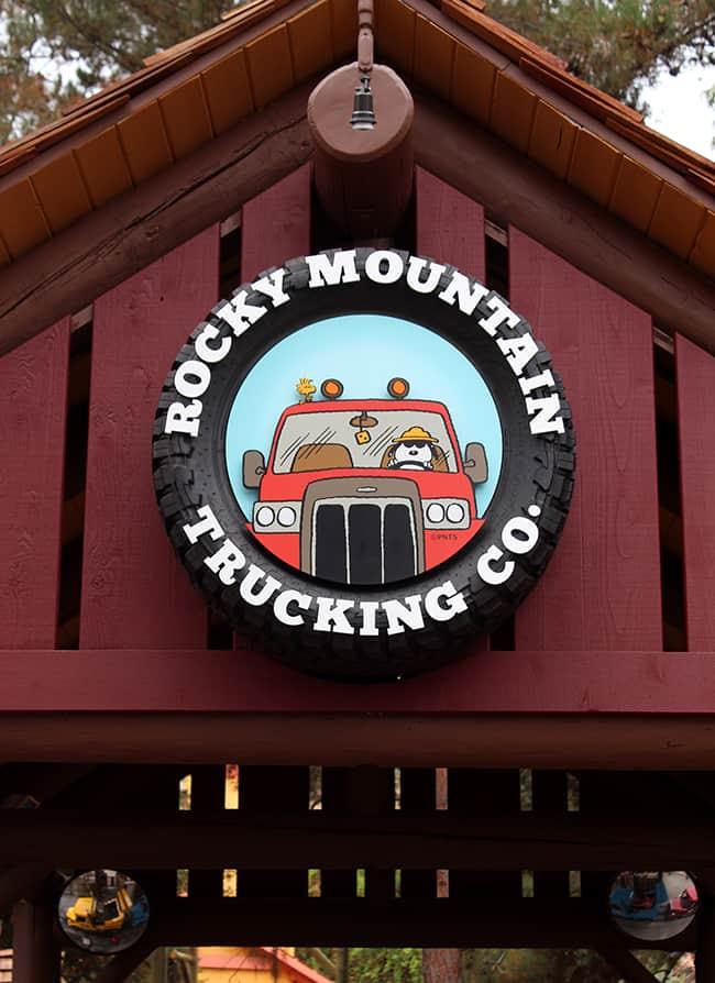 camp-snoopy-trucking-company
