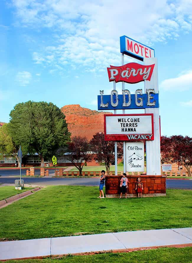 famous-parry-lodge-utah-kanab-hotel