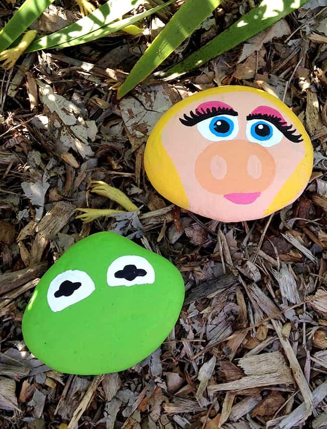 kermit-piggy-painted-rocks