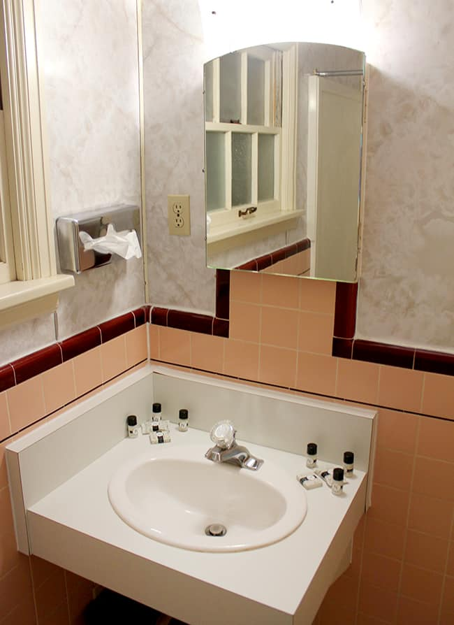 parry-lodge-bathroom